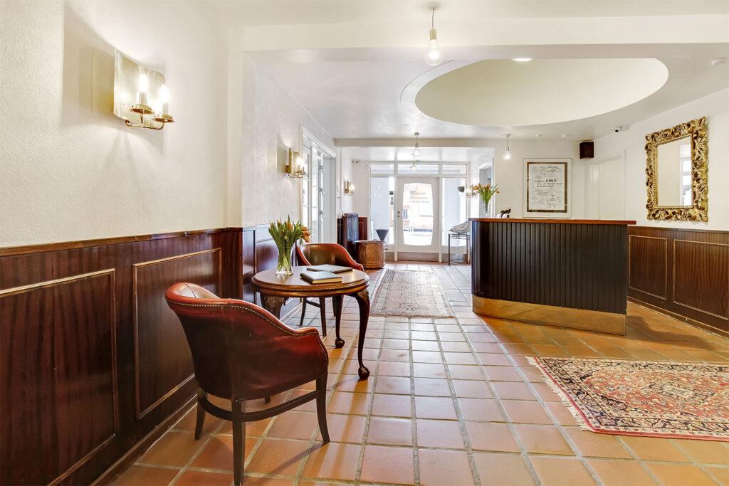 reception og indgang